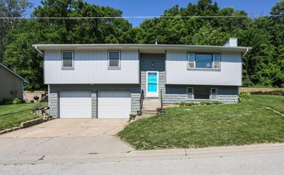 918 VALLEY DR, CRESCENT, IA 51526 - Photo 2