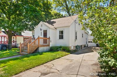 835 YOUNG AVE, Muskegon, MI 49441 - Photo 2
