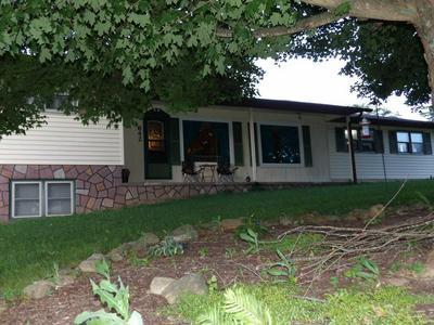 642 CHINQUAPIN AVE, Rural Retreat, VA 24368 - Photo 1