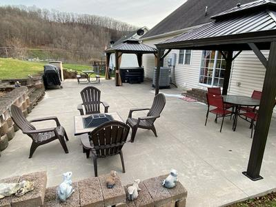 140 BRANDON DR, Bluefield, VA 24605 - Photo 2