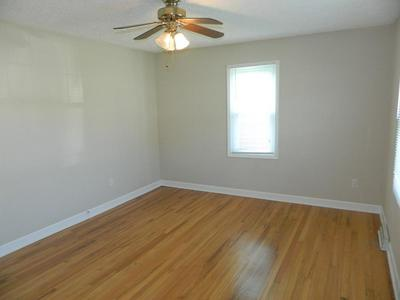 615 HENRY ST, Marion, VA 24354 - Photo 2