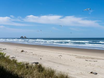 505 N PACIFIC ST APT 5, Rockaway Beach, OR 97136 - Photo 2