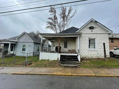 408 W MARY ST, Bristol, VA 24201 - Photo 1