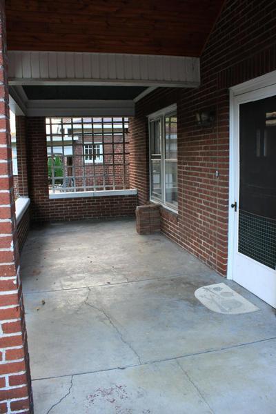 816 W MAPLE ST, Johnson City, TN 37604 - Photo 2