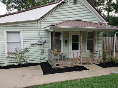 152 E HIGHLAND RD, Johnson City, TN 37601 - Photo 1