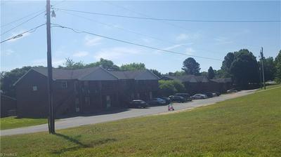 2809 WHITE MEADOW LN, Winston Salem, NC 27107 - Photo 2