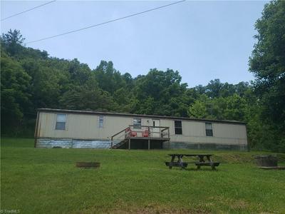 422 EAGLE HILLS RD, Purlear, NC 28665 - Photo 2