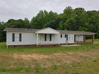 218 SHADY KNOLL LN, Mocksville, NC 27028 - Photo 1