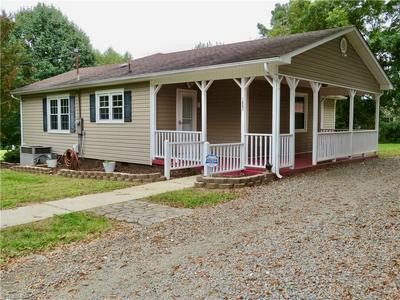 1002 HILLSDALE ST, Reidsville, NC 27320 - Photo 1