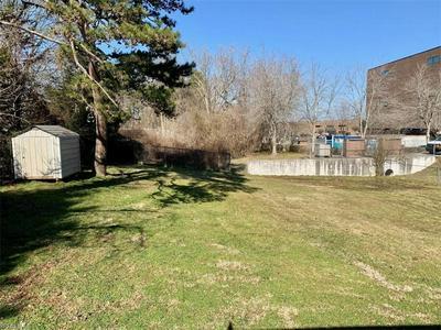 5615 RIVERDALE DR, Jamestown, NC 27282 - Photo 2