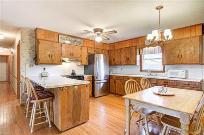 1611 SQUIRE DAVIS RD, Kernersville, NC 27284 - Photo 2