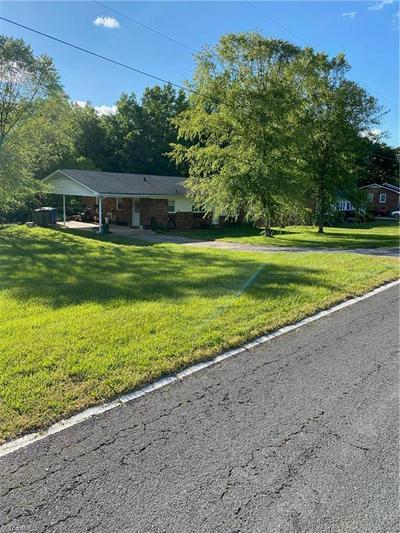 432 PLEASANT ACRE DR, Mocksville, NC 27028 - Photo 1