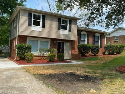 2507 CHERBONNE DR, Greensboro, NC 27407 - Photo 2