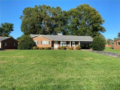 927 MAYFORD DR, Kernersville, NC 27284 - Photo 2