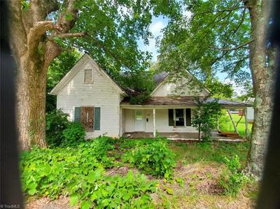 196 HENRIETTA ST, Ellenboro, NC 28040 - Photo 2