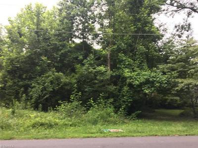 2117 SPRUCEWOOD DR, Greensboro, NC 27407 - Photo 2