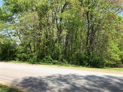 736 LAKE DR, Kernersville, NC 27284 - Photo 1