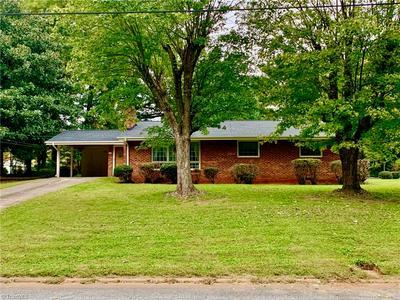 210 WOODHAVEN DR, Lexington, NC 27295 - Photo 2