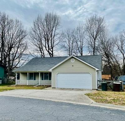 3410 ARGYLE LN, Greensboro, NC 27406 - Photo 2