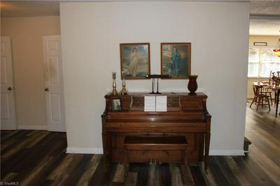 7020 DISCOVERY LN, Walkertown, NC 27051 - Photo 2