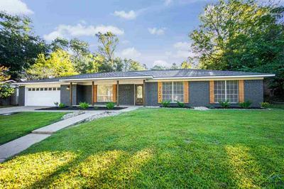 702 HONEYSUCKLE ST, White Oak, TX 75693 - Photo 1