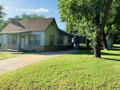 303 E PASCHAL ST, Troup, TX 75789 - Photo 2
