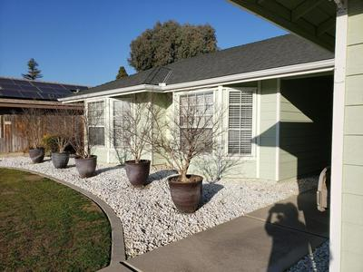 2626 S UNIVERSITY ST, VISALIA, CA 93277 - Photo 2