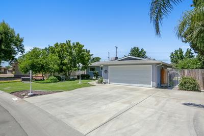 2908 N CANARY DR, Visalia, CA 93291 - Photo 2