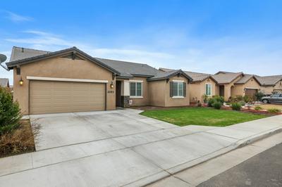 2293 ISLEWORTH CT, Tulare, CA 93274 - Photo 2