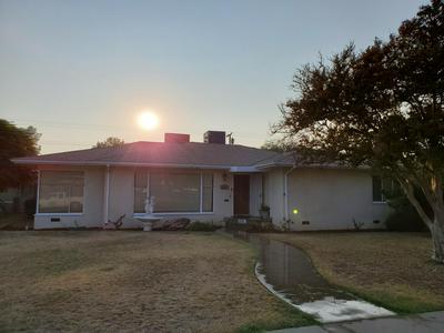 389 N LINCOLN AVE, Dinuba, CA 93618 - Photo 2