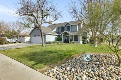 501 LONE OAK CT, Exeter, CA 93221 - Photo 2