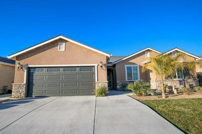 176 W LILAC AVE, REEDLEY, CA 93654 - Photo 2