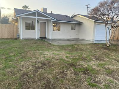 229 S VALENCIA BLVD, Woodlake, CA 93286 - Photo 1