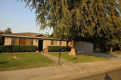 550 W CARPENTER AVE, Reedley, CA 93654 - Photo 2
