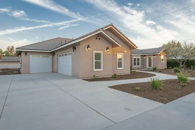 101 OAKS CT, Tulare, CA 93274 - Photo 2