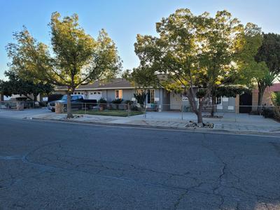 1519 S LYDIA DR, Tulare, CA 93274 - Photo 1