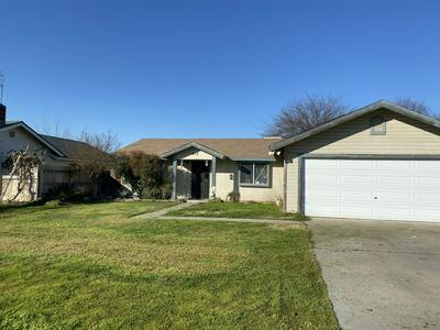 1917 N RINALDI ST, VISALIA, CA 93291 - Photo 1
