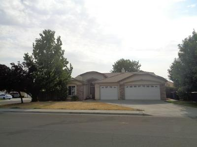 800 N VALLEY FORGE DR, Hanford, CA 93230 - Photo 1