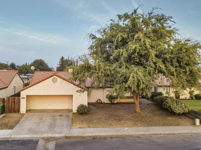 930 LONE OAK DR, Porterville, CA 93257 - Photo 1