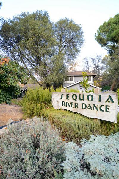 40534 CHEROKEE OAKS DR, Three Rivers, CA 93271 - Photo 2