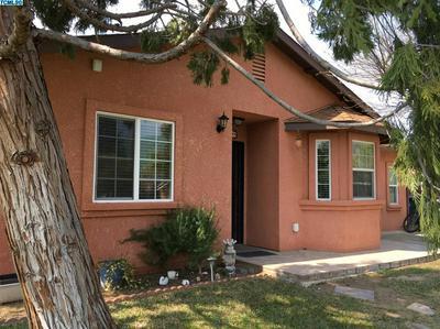 579 LEMONA ST, Woodlake, CA 93286 - Photo 2