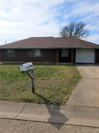 1013 S MADISON ST, McGregor, TX 76657 - Photo 2