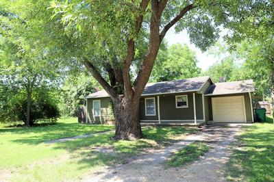 305 S 4TH ST, Rosebud, TX 76570 - Photo 2