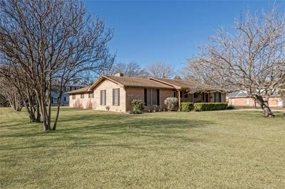 607 S TYLER ST, McGregor, TX 76657 - Photo 2