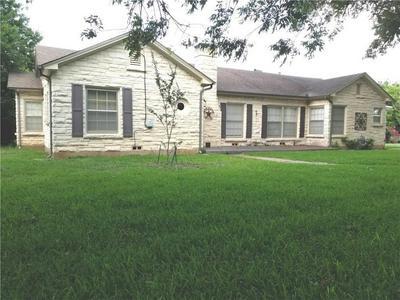 618 S VAN BUREN ST, McGregor, TX 76657 - Photo 1