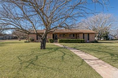 607 S TYLER ST, McGregor, TX 76657 - Photo 1