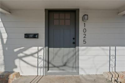 1025 OAKWOOD AVE, Waco, TX 76706 - Photo 2
