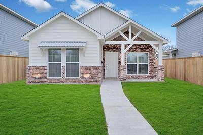 804 S MAIN ST, McGregor, TX 76657 - Photo 1