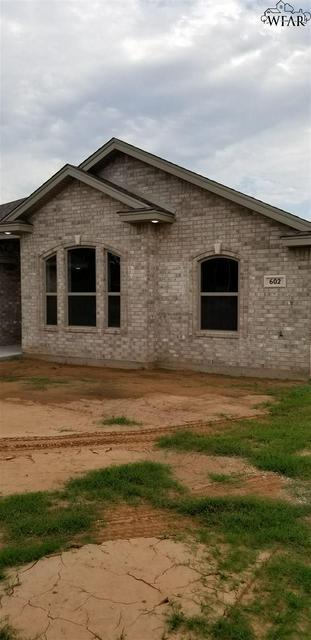 602 CHARLOTTE AVE, Burkburnett, TX 76354 - Photo 2