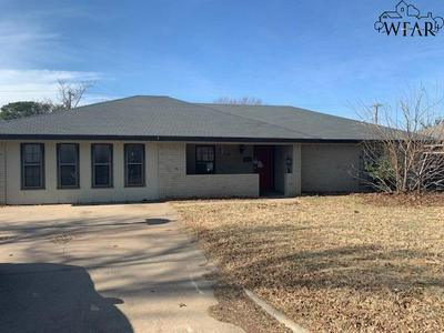 2810 WOOD ST, Vernon, TX 76384 - Photo 2